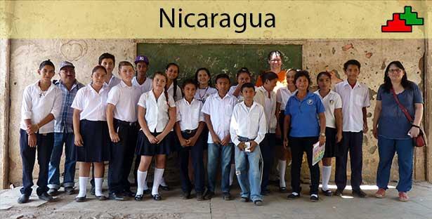 Gruppenfoto mit Schülern aus Guajiniquil